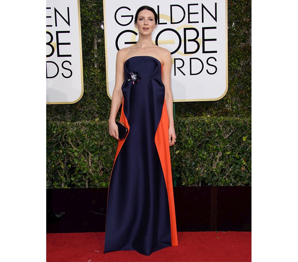 tinuta saptamanii Caitriona Balfe intr-o rochie Delpozo pe covorul rosu de la Globurile de Aur