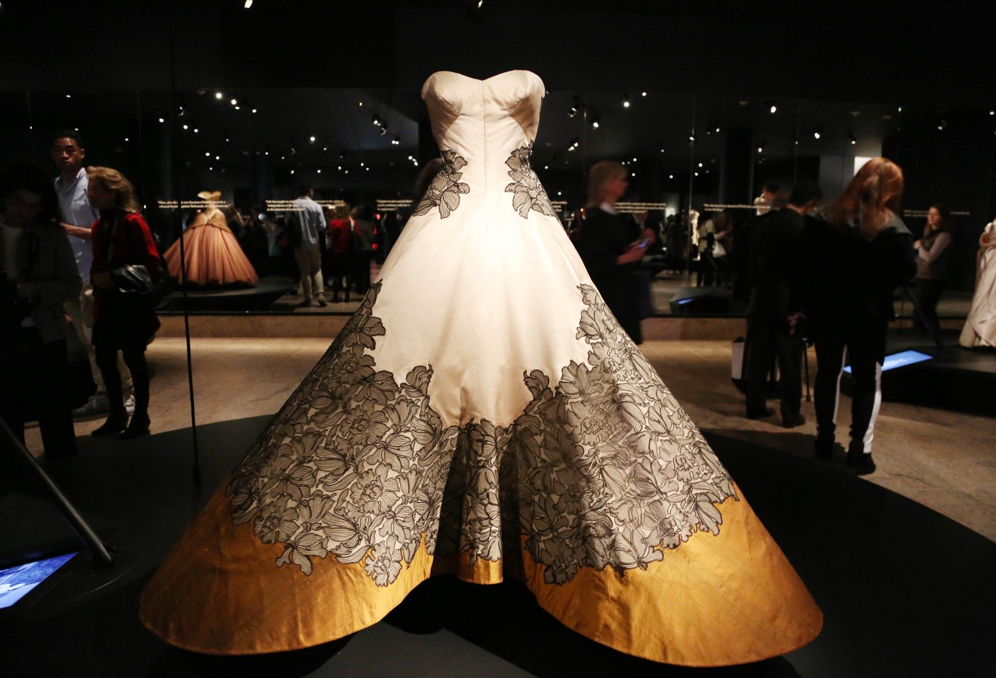 Expozitia 'Charles James: Beyond Fashion' @ New York