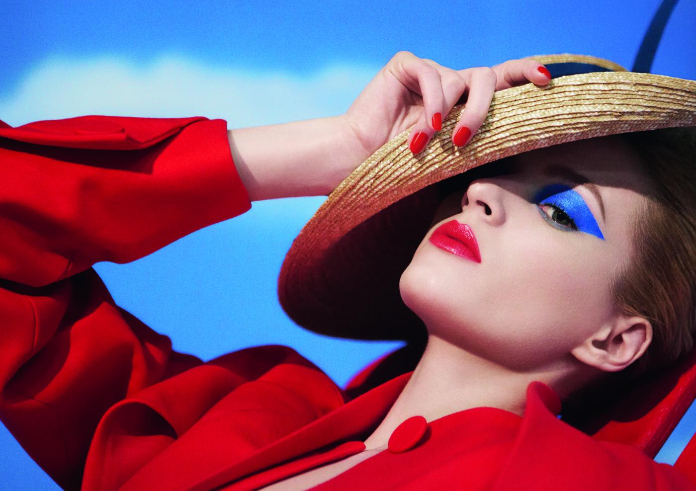 Albastru si rosu. Mixul de culori al verii Dior