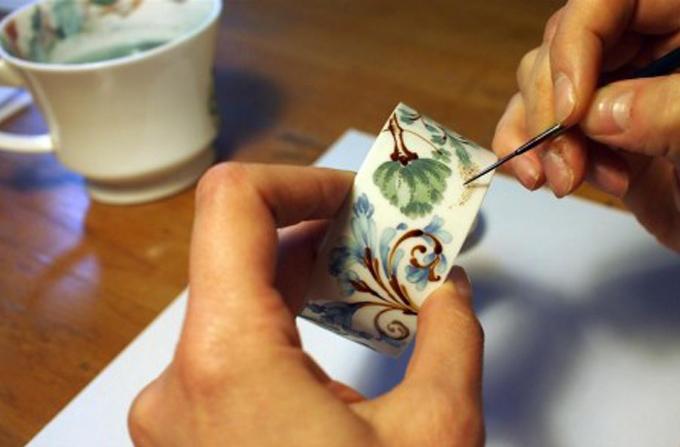 Interviu: ANA WAGNER – Picturi miniaturale pe portelan