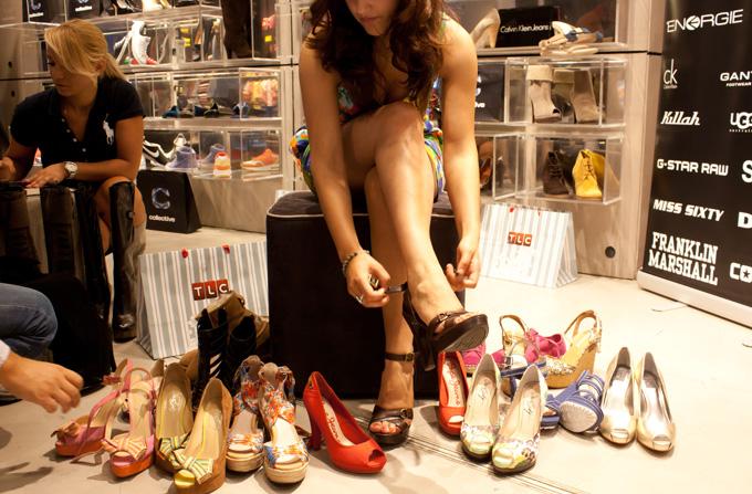 O femeie, 40 de pantofi