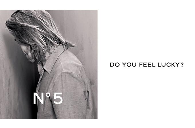 Brad Pitt in prima imagine din campania Chanel No 5