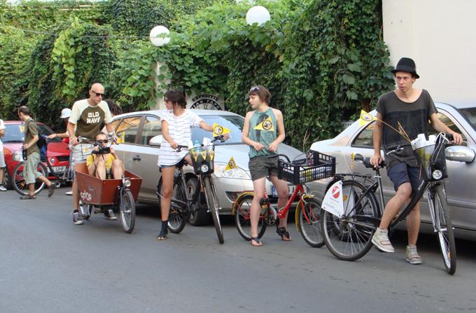 Incepe Romanian Papergirl 3 – Arta distribuita de pe bicicleta