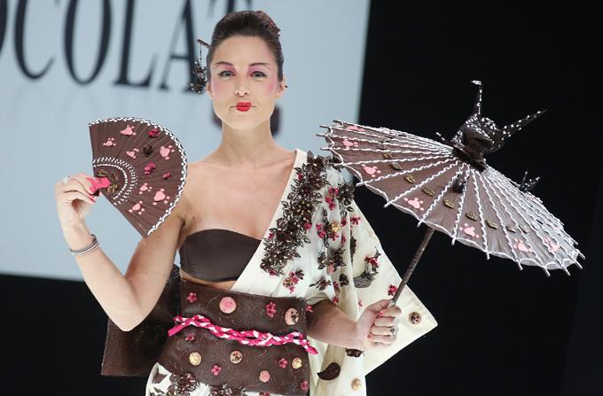 Show de moda apetisant la Salonul de Ciocolata de la Paris