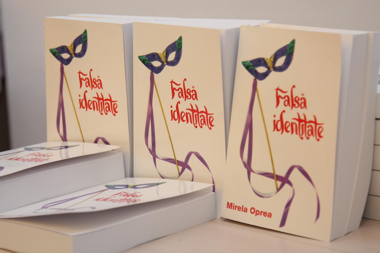 """Cartea """"Falsa identitate"""", de Mirela Oprea"""