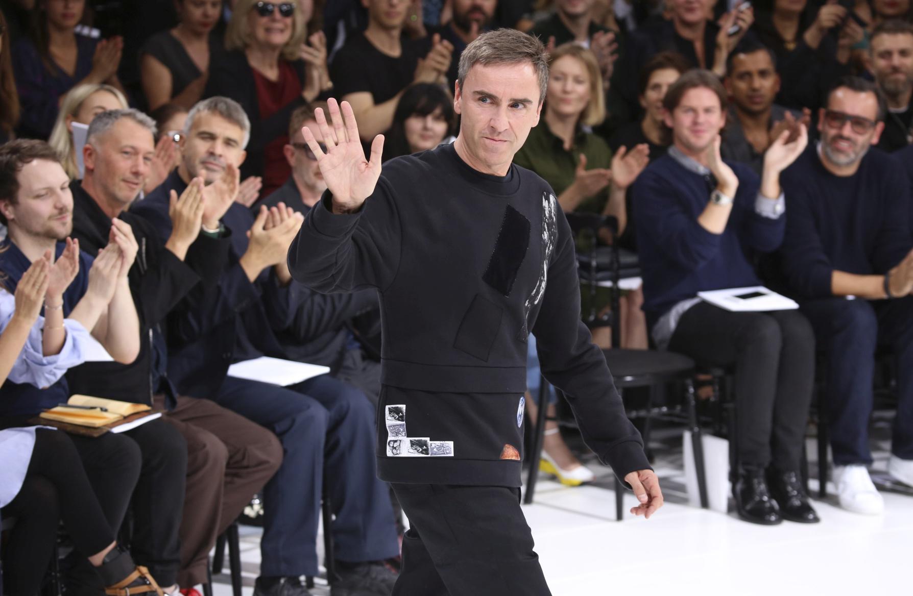 Raf Simons pleaca de la Christian Dior