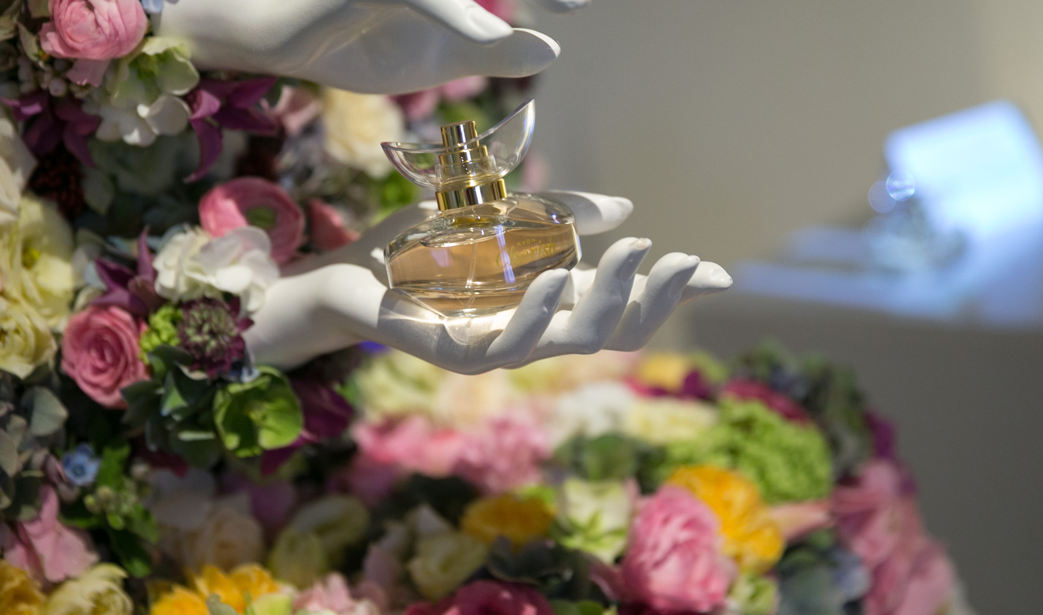 10 lucrari de arta si design, inspirate de 10 parfumuri