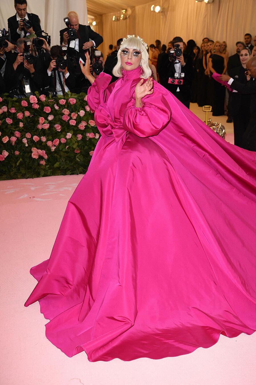 Atmosfera de pe covorul rosu de la Met Gala 2019