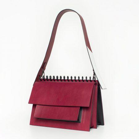 Ce Atribut defineste o geanta-caiet?