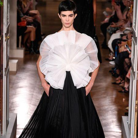 Tinute couture in alb & negru. De pe catwalk pe covorul rosu.